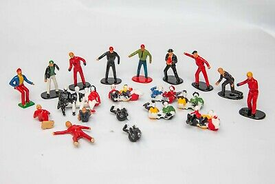Scalextric Trackside Figures Pit And Grandstand Seated Spectators 20 In Total • 16£