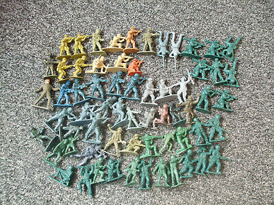 Mixed Bundle Of Small Plastic Soldiers • 3.80£