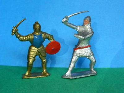 CRESCENT VINTAGE 1950s LEAD FOOT KNIGHTS IN ARMOUR IN COMBAT • 22.94£