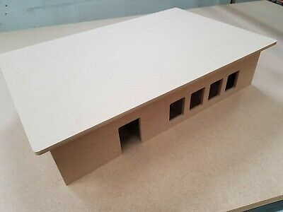 1:50 Scale Distribution Center • 45£