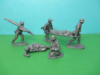 CTS 1/32 Scale WWII German Medical Team X6 (grey)  • 8.99£