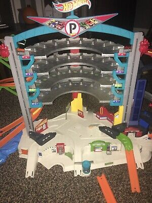 Hot Wheels Ultimate Garage Playset Plus Shark Play Set And Extras • 21£