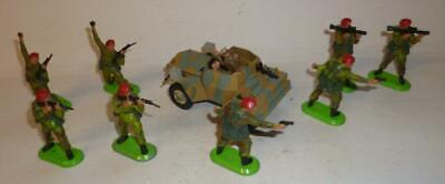 BRITAINS VINTAGE DIECAST SCOUT CAR WITH DEETAIL RED BERET PARATROOPERS - 1970's • 10.50£