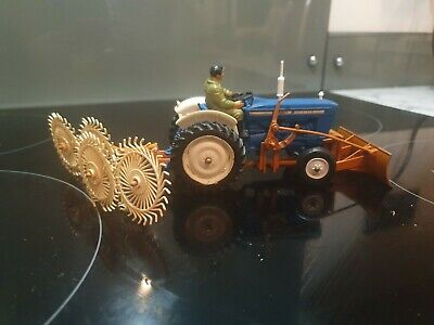 Britains Ford 5000 Tractor With Tedder And Front Scraper • 10£