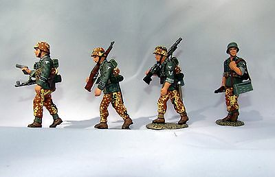 King & Country WSS008 - Officer And 3 Panzer Grenadiers • 115£