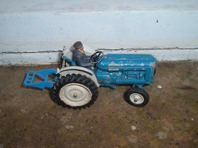 Britains - Fordson Tractor - With Driver & Attachment - 1/32 Scale - • 98.50£
