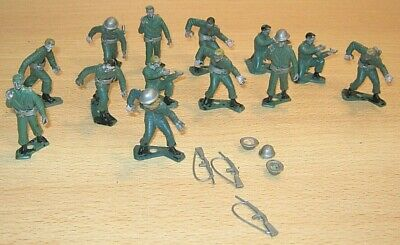 Plastic SOLDIERS WWII? Made In Hong Kong OLD With Removable Accessories  • 2.99£