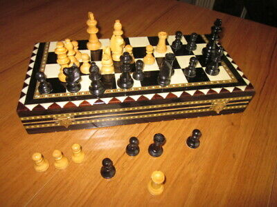 Vintage Folding Board Chess Set - Wooden. • 9.99£