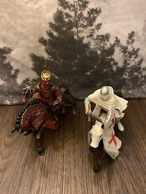 2 PAPO Knight Figures With Horses • 10£