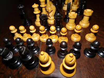 Quantity Boxwood Ebony Colour Treen Odd Chess Pieces, Of Sizes Approx. 63 In Lot • 79£