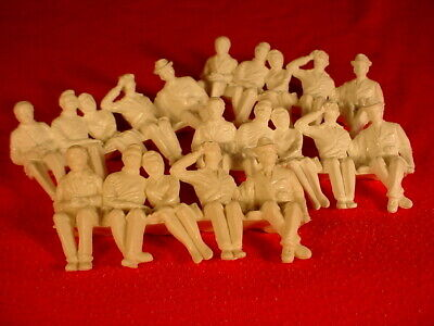 Scalextric Figures Grandstand Seated Figures Unpainted 4 X 5 Figures VG+  • 9£