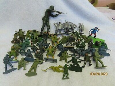 Large Collection Of Vintage Plastic Soldiers Etc   ~* • 12£