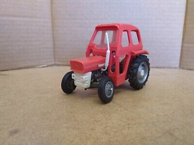 Britains Massey Ferguson 135 Tractor With Cab 1/32 Scale. Good+. • 30£