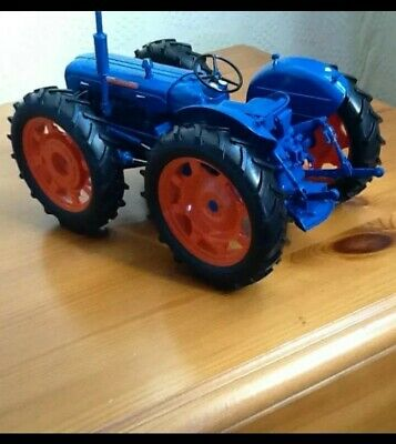 Universal Hobbies 1/16 Fordson Super County 4wd • 31£
