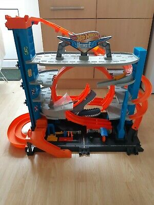 Hot Wheels FTB69 City Garage With Loops And Shark Toy Car • 20£
