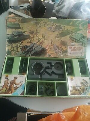 Vintage AIRFIX Gun Emplacement Assault Set. HO/OO. Complete. Used .  • 30£