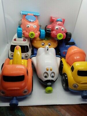 Preowned Elc  6 Plastic, Magnetic Cars  • 4£