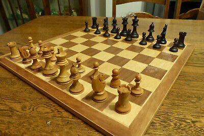 Vintage Carved Wood Staunton Chess Set, VGC In Black/Natural WithLarge 6cm Kings • 12£