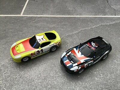 2 Micro Scalextric Cars • 5£