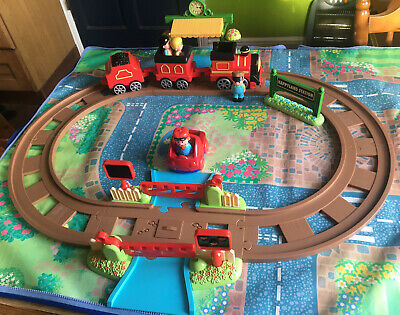 **ELC Happyland Country Train Set With Figures & Platform Sounds Working** • 4£