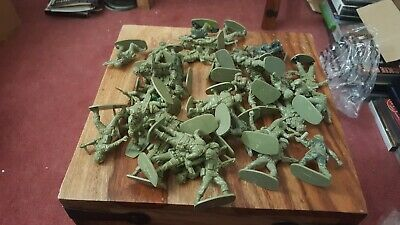 Airfix WW2 1 32 British Paratroopers Toy Soldiers. • 3£