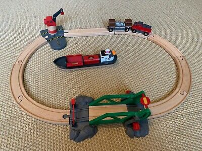 33061 Brio Cargo Harbour Set Wooden Railway Boat Crane AND Battery-powered Train • 6.20£