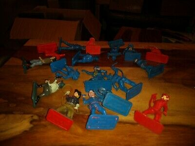 Crescent Cowboys Toy Soldiers. • 3£
