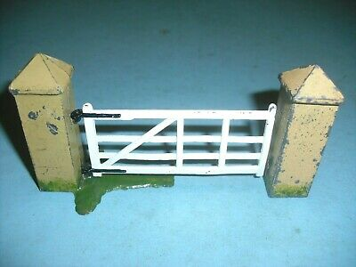 Britain's  -Vintage Lead 2 Pairs And Swing Gate , Vgc • 15.99£