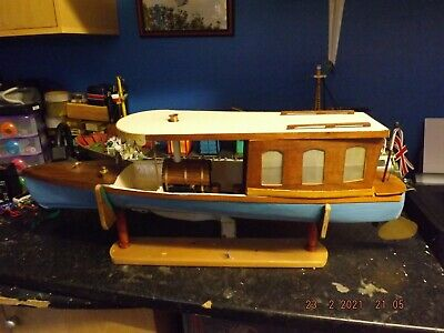Radio Controlled Lakes Launch In Carry Case Needs Bit Of Tlc But Ready To Go • 25£