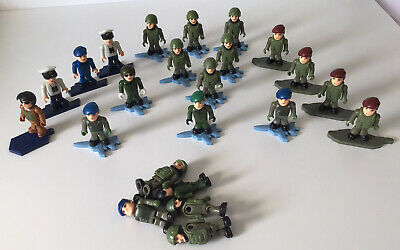 18 X HM ARMED FORCES Character Building Figures Marines - Navy- Army + Stands • 7.99£