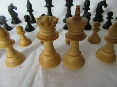 Vintage Wood Chessmen  Chess Pieces. Complete Set. Good Condition • 10£