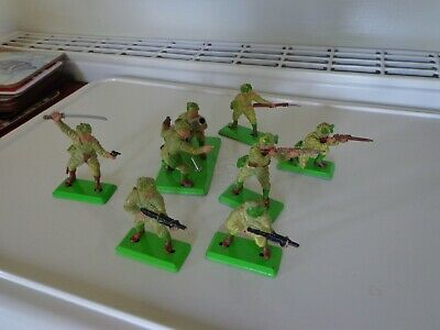 Britains Deetail 1971 1st Series Stained Style Japanese Infantry & Gun Team. • 13.99£