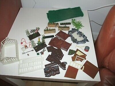 Vintage Britains Plastic Floral Gardens Parts In Used Order  • 5.60£